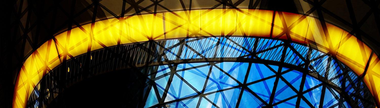 moderne Glasarchitektur mit Licht lumextra